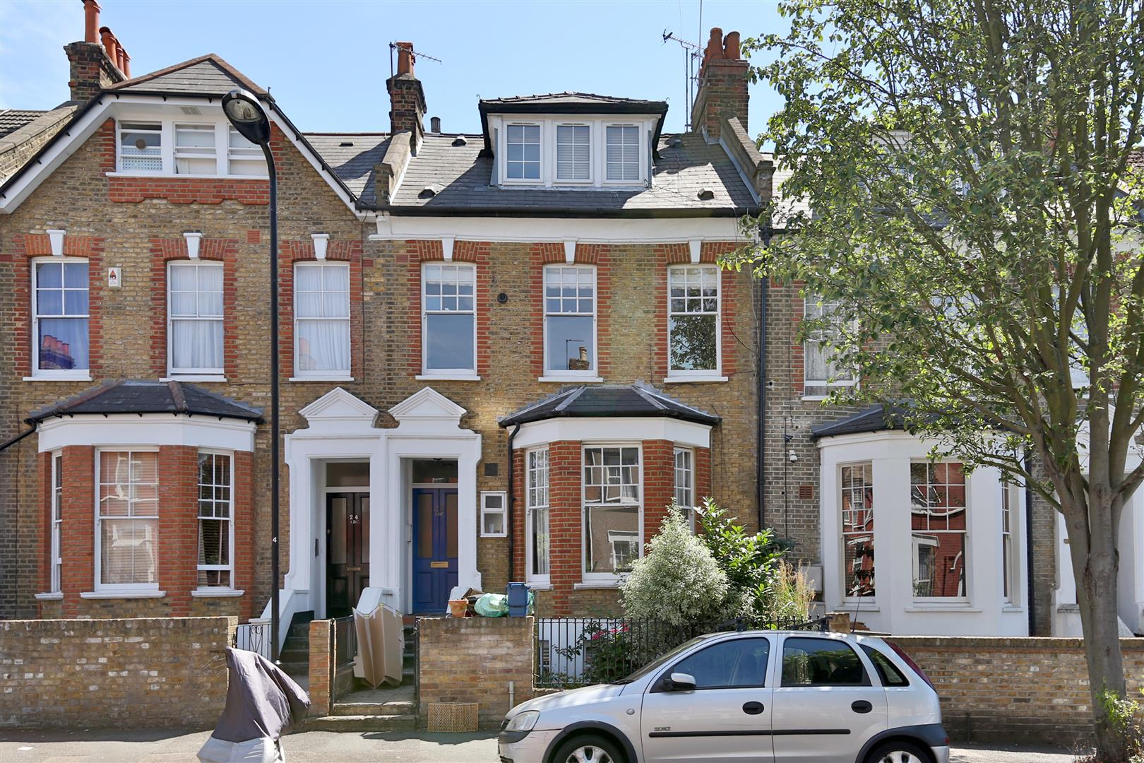 2 Bedrooms Flat for sale in Durley Road, London